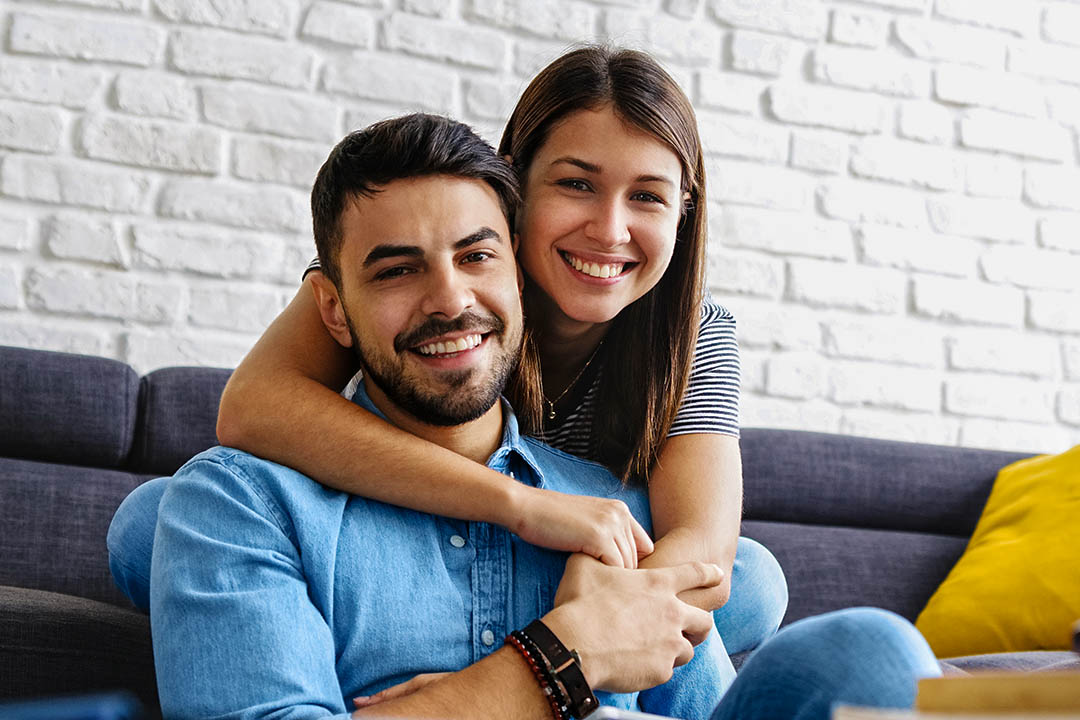 picture of couple on couch smiling -Fibre May Reduce Your Risk of Developing Glaucoma